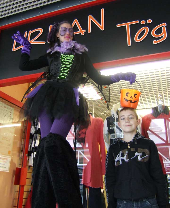crowdpuller/Halloween_Stiltwalker_Circus_Scotland.jpg
