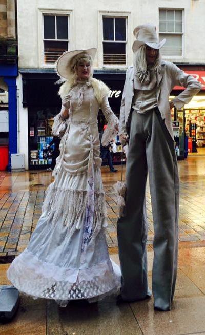 crowdpuller/Mr_Mrs_McGhostie_Victorian_Stiltwalkers.jpg