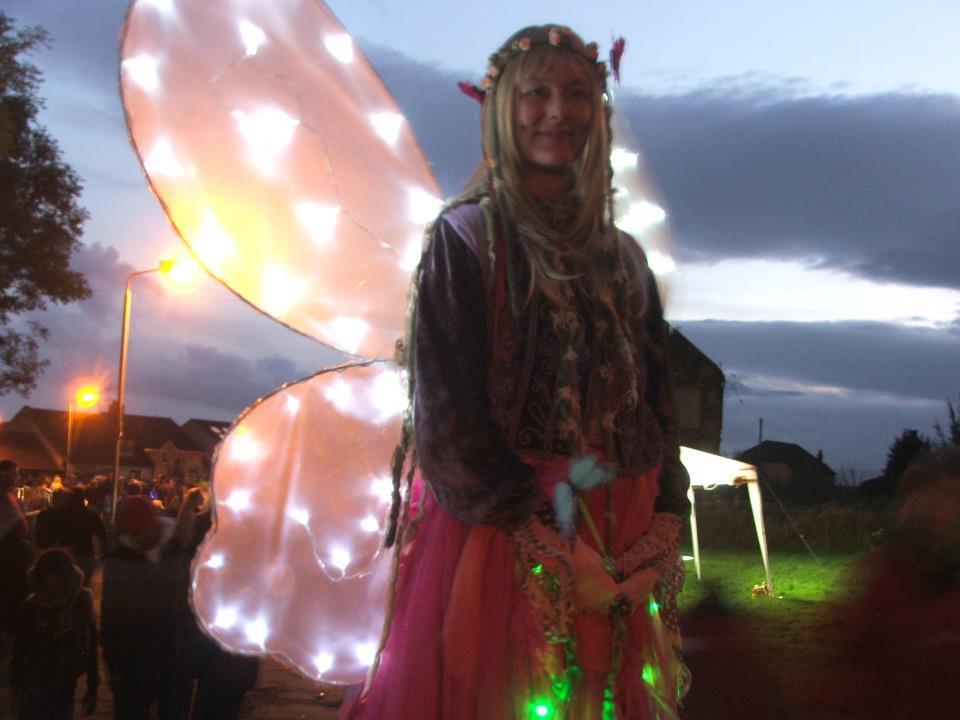 crowdpuller/illuminated_farie_stiltwalker_scotland.jpg